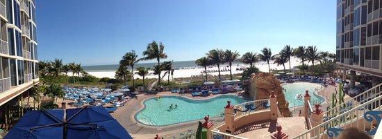 Pink Shell Beach Resort & Marina: Pool / Beach Area