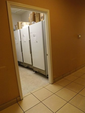 Residence Inn Branson: Maintenance area kept open along with laundry area during AM