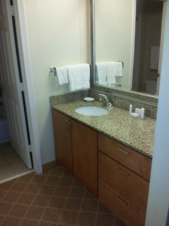 Residence Inn Branson: Bathroom sink