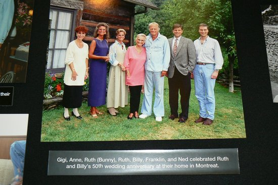 Chatlos Memorial Chapel: Billy Graham with Family