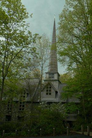 Chatlos Memorial Chapel: Side View of Chapel