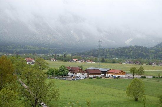 Gutshof zum Schluxen: Nice view with power lines