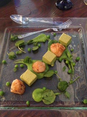 Ty Mawr Mansion: scallops with pea purée and pea and mint mousse