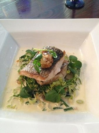 Ty Mawr Mansion: sea bass with clam and leek chowder.... yum!