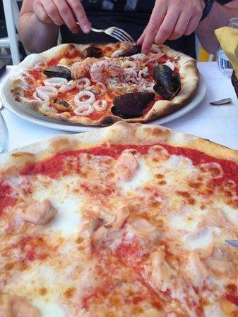 Ristorante Pizzeria Vulnetia : Pizza frutti di mare and salmon