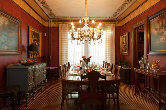 The Historic Homestead: The Homestead's stunning dining room!