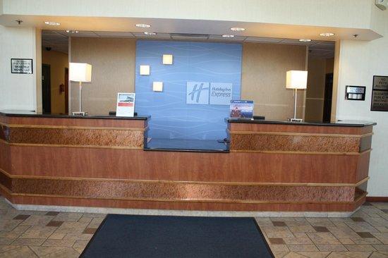 Holiday Inn Express Madera Yosemite Pk Area: Front Desk