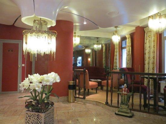هوتل أمباسادي: Ambassade Hotel Lobby