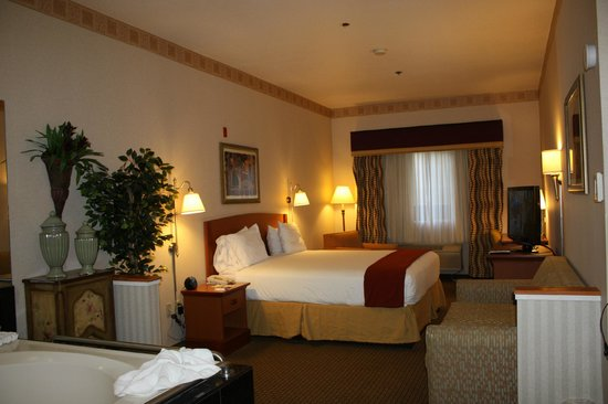 holiday inn express madera yosemite pk area bridal jacuzzi suite