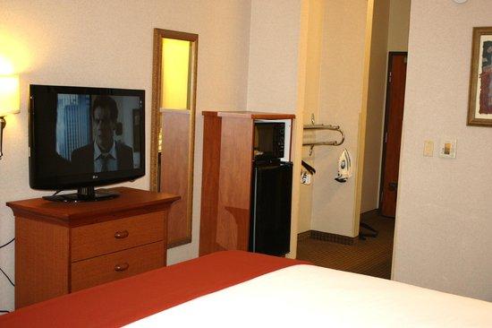 Holiday Inn Express Madera Yosemite Pk Area: King Accessible Room