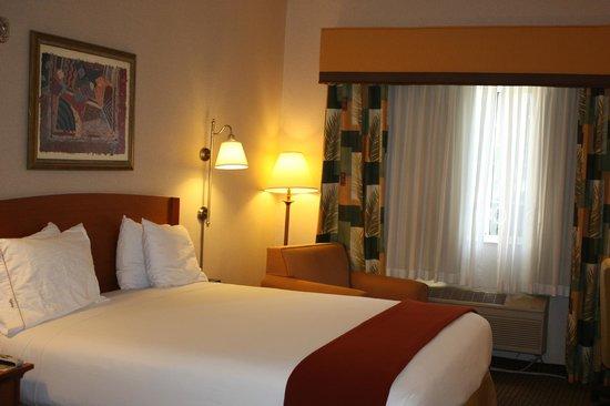 Holiday Inn Express Madera Yosemite Pk Area: King Room