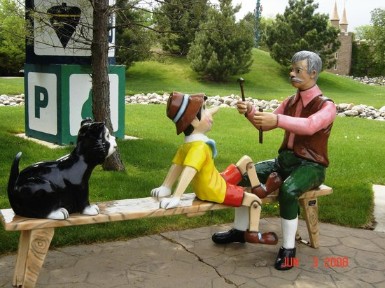 Storybook Land : Pinocchio and Gepetto