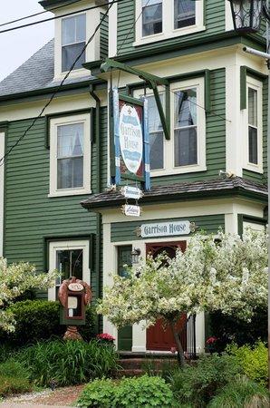 The Garrison House Inn: Front of Inn
