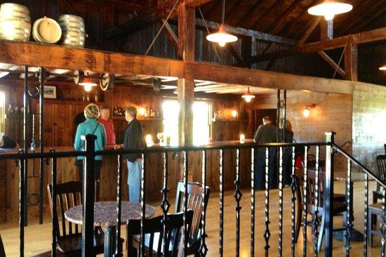 Red Eagle Distillery: Inside tasting room/bar
