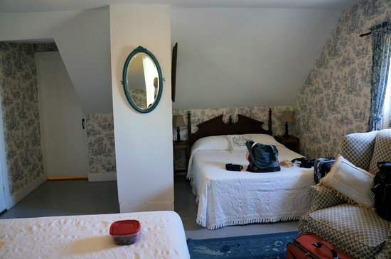 The Garrison House Inn: Our room with 2 Queen beds