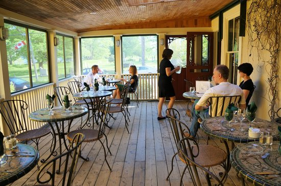 The Garrison House Inn: Porch dining area