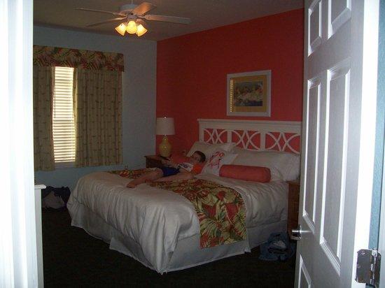 Festiva Orlando Resort : The comfy king-sized bed