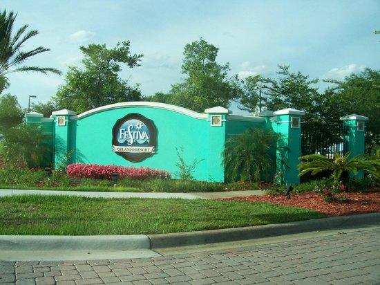 Festiva Orlando Resort: The entrance to the resort