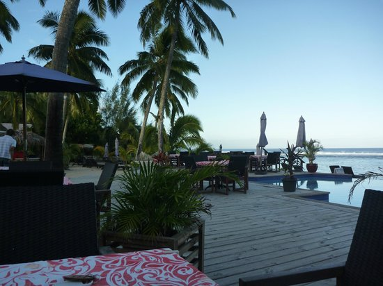 Manuia Beach Resort: The view from our breakfast table