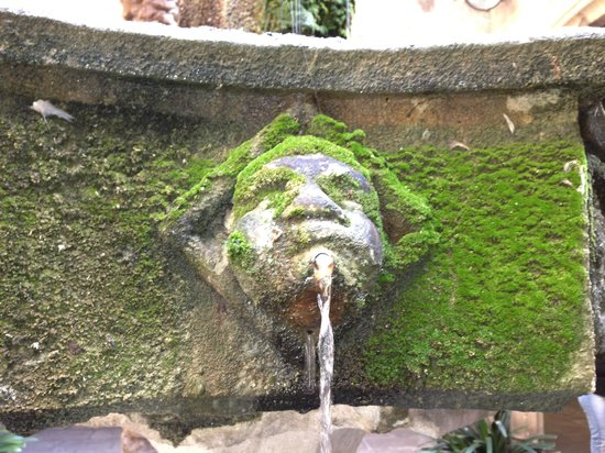 ForeverBarcelona: fountain in a secret square - Thanks Miriam