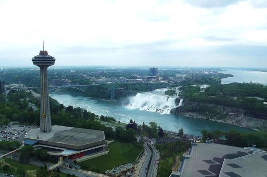 Hilton Niagara Falls/Fallsview Hotel & Suites: View from 4257 (looking left)