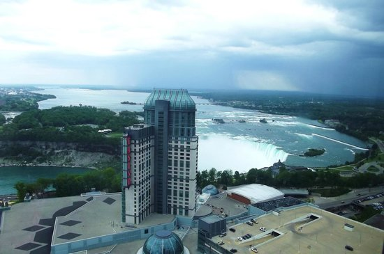 Hilton Niagara Falls/Fallsview Hotel & Suites: View from 4257 (dead center)