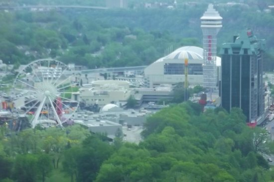 Hilton Niagara Falls/Fallsview Hotel & Suites: View from 4257 (looking left using zoom on camera)