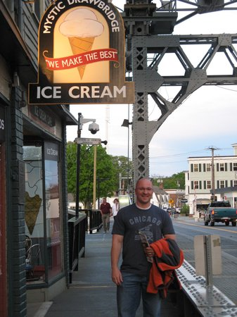 Mystic Drawbridge Ice-Cream : outside view
