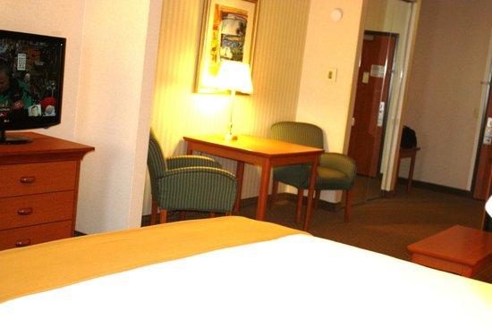 Holiday Inn Express Madera Yosemite Pk Area: King Jr. Suite