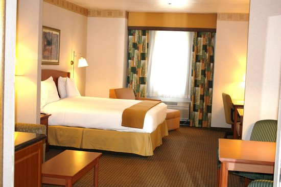 Holiday Inn Express Madera Yosemite Pk Area: King Suite