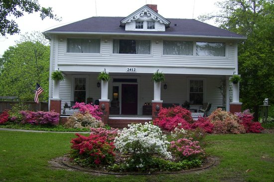 Carol's Garden Inn: Front of House