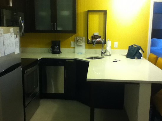 Residence Inn Denver Cherry Creek: Kitchen