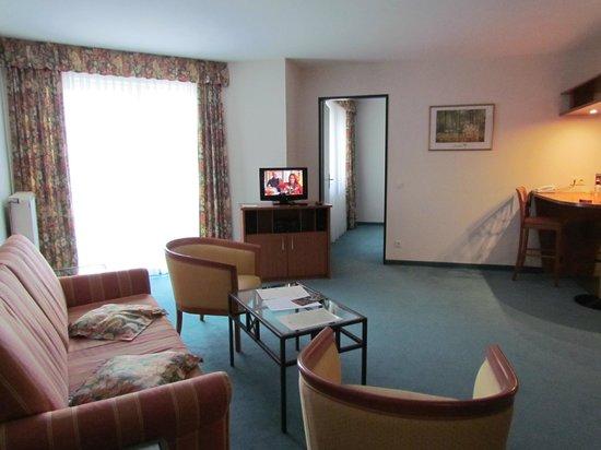 Artis Suite Hotel: гостиная