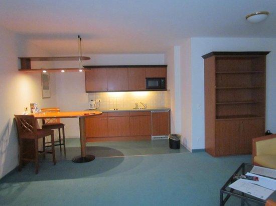 Artis Suite Hotel: кухня