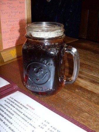 Mama Bears Den: Mason Jar drinks :)