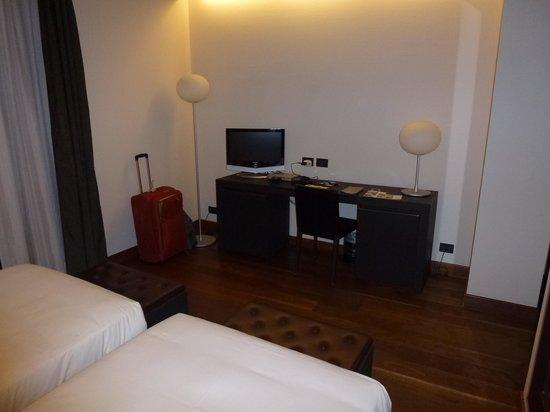 NH Torino Santo Stefano : Habitación
