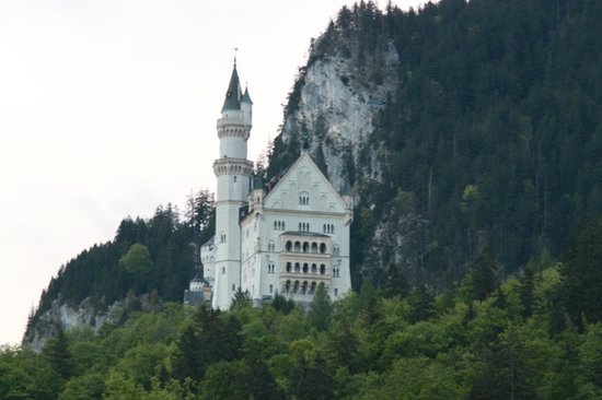 Hotel Mueller: View of Neuschwanstein from our patio