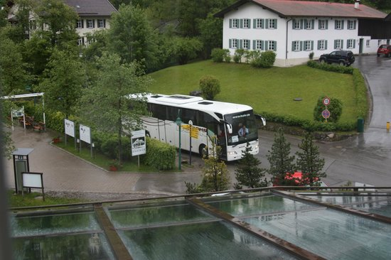 Hotel Mueller: View of the tour buses rolling in every morning