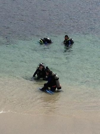 Scuba San Diego: Trying to get out of the surf ... thanks for the arms guys!