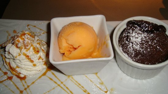 Restaurant Lou Ciapacan : hot chocolate pudding with sorbet and cream