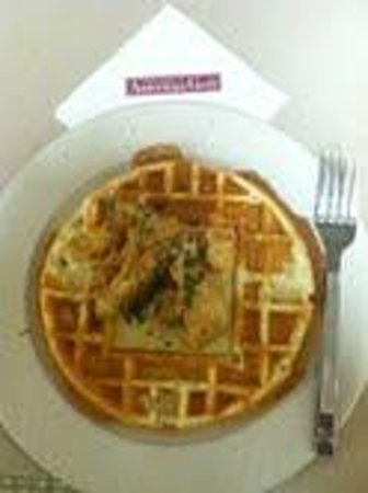 Hilton Garden Inn Savannah Airport: chicken and waffels