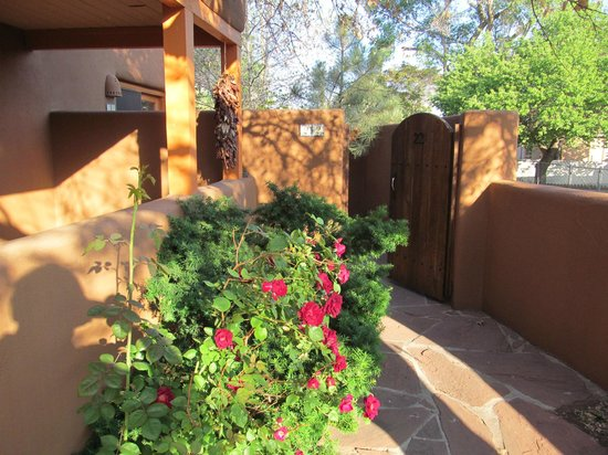 Santa Fe Motel and Inn: The entrance way for Casita 22