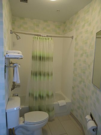 SpringHill Suites Sacramento Roseville: View of the bathroom