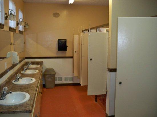 Pueblo KOA: Bathroom