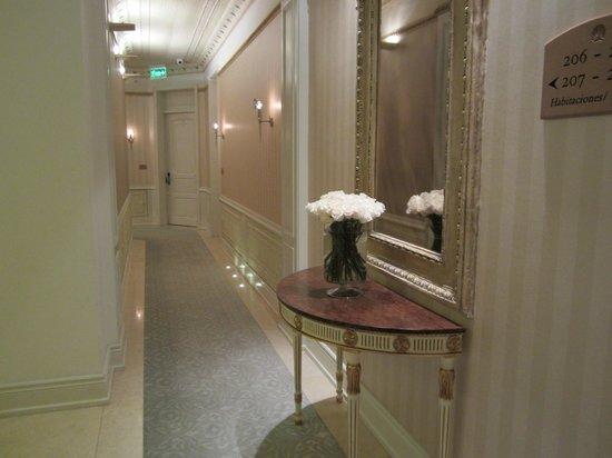 Casa Gangotena: Hallway to room
