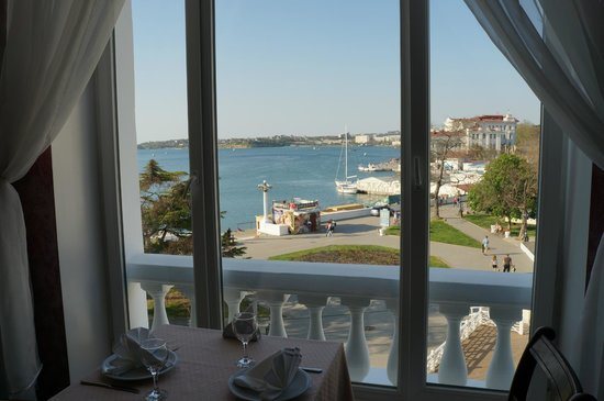Best Western Sevastopol Hotel: Gorgeous  sea view from the dining-breakfast room.