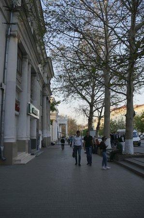 Best Western Sevastopol Hotel : On Sevastopol main boulevard, very near the hotel.