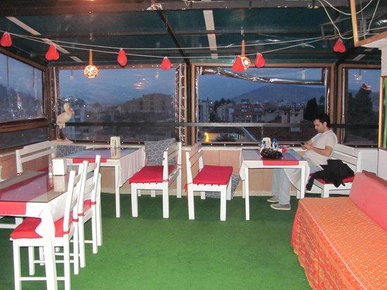 Urkmez Hotel: Vista del castillo de Selçuk desde la terraza