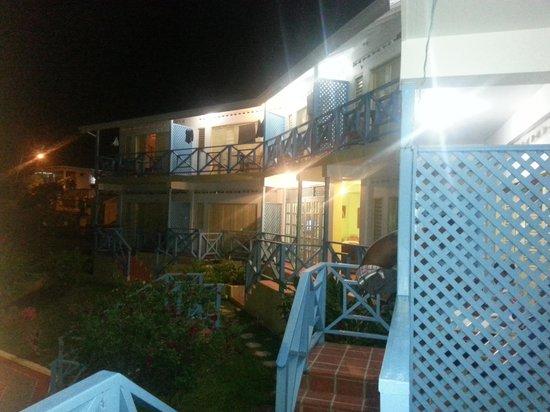 Sherwood Park Apartments: night view of sherwood