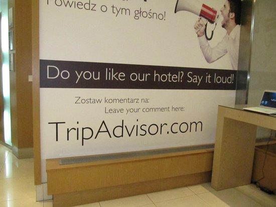 Radisson Blu Hotel Kraków : lobby sign